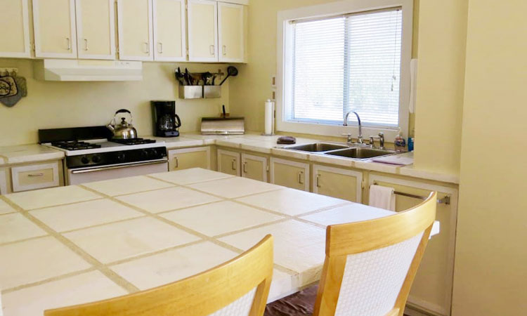 Shoshone Vacation Rentals kitchen