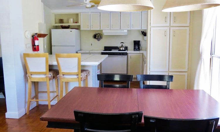 Shoshone Vacation Rentals dining room